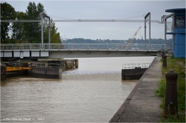 BLOG-DSC_41458-fermeture écluse et pont tournant bassins à flot Bordeaux