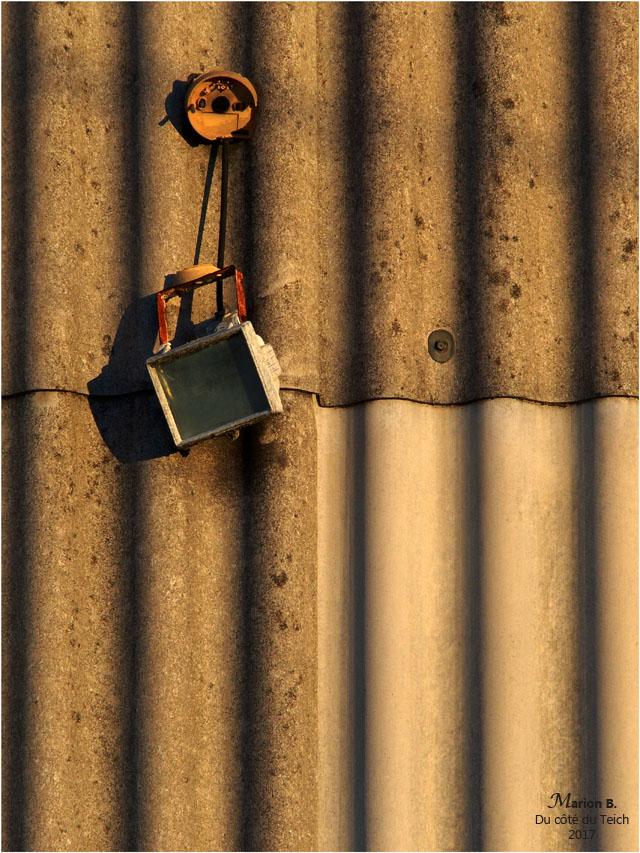 blog-pc250610-projecteur-cabane-tole.jpg