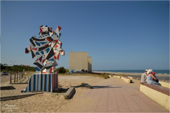 """Sculpture de Marc-Antoine Bissière sur le Front de Mer : """"la Danse"""" (1970)."""
