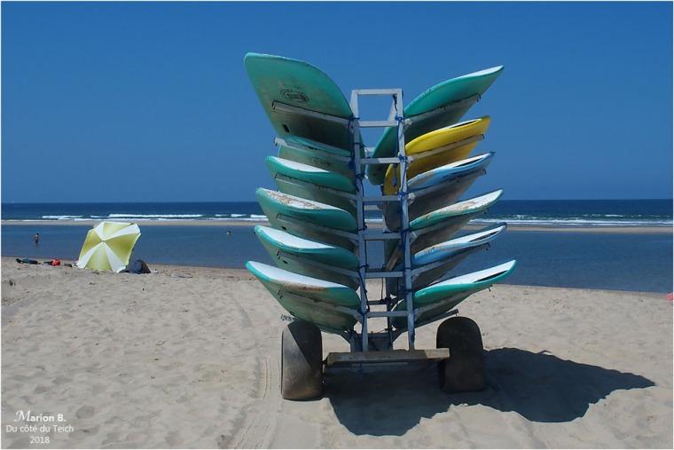 BLOG-P7253050-2-planches et parasol plage Soulac marée montante