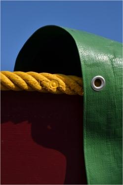 BLOG-DSC_05535-bache verte corde jaune et coque rouge