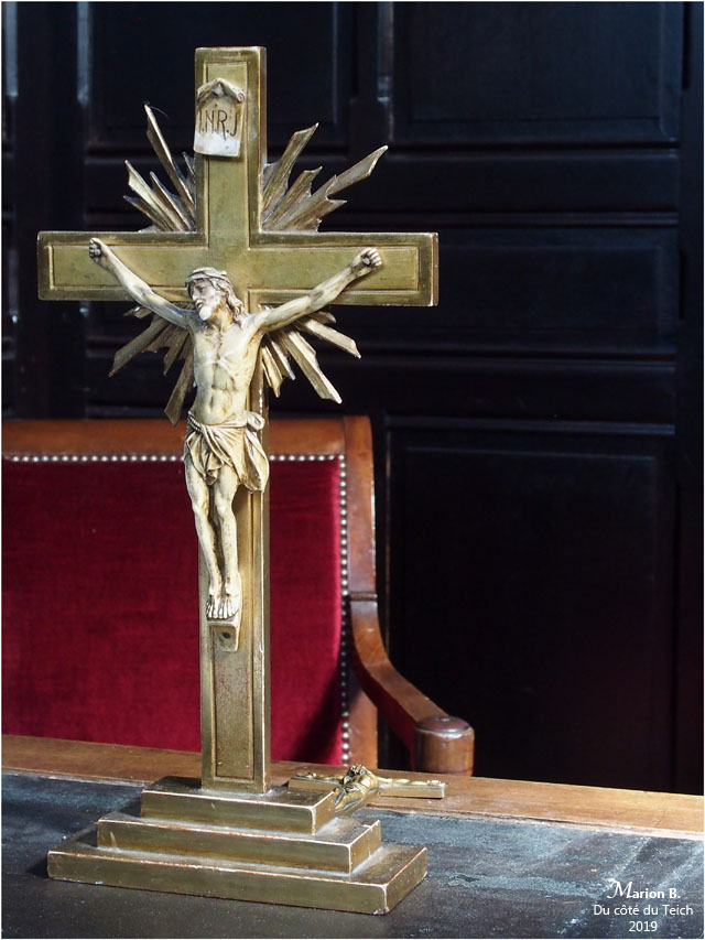 BLOG-P9132503-crucifix sacristie