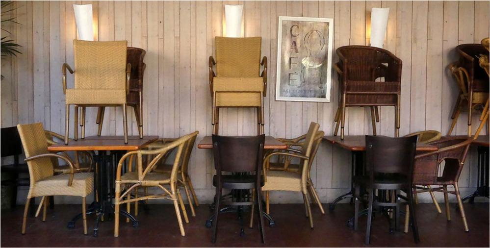 BLOG-P1010978-2-fauteuils empilés
