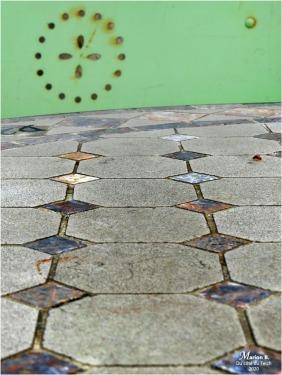 BLOG-P1020772-2-table mosaïque et chaise métal