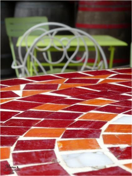 BLOG-P1020778-2-tables chaises mosaïque et métal
