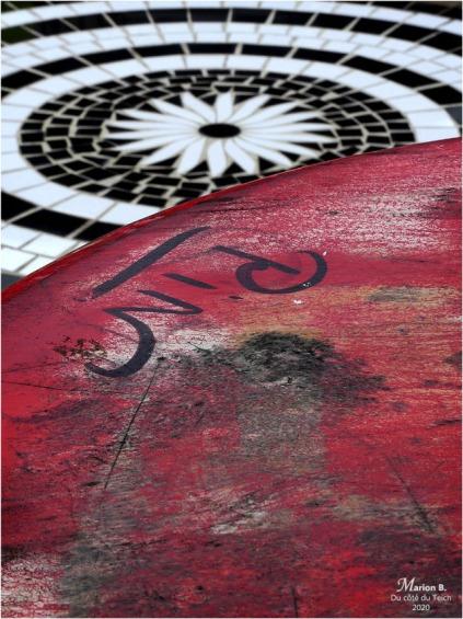 BLOG-P1020780-guéridon rouge et table mosaïque