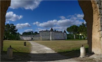 BLOG-P1040488-89-château Cazeneuve 33