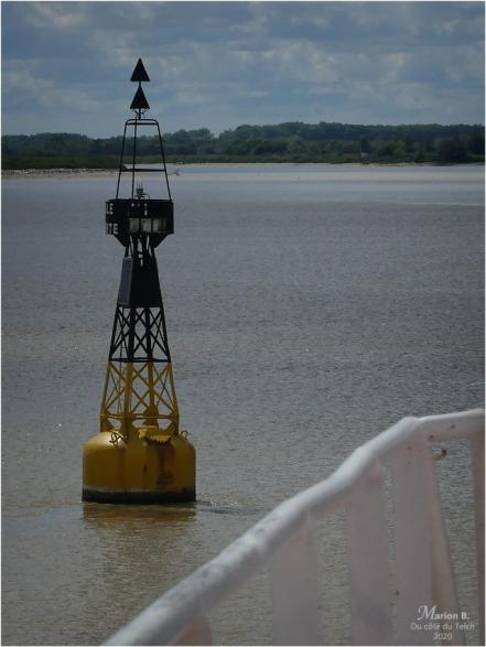 BLOG-P1040935-2-balise estuaire Gironde
